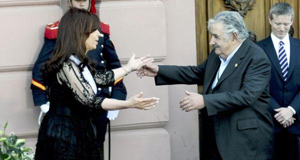 Cristina viaja el martes a Uruguay y asumirá la presidencia del Mercosur