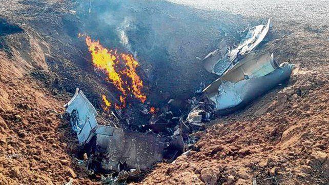el lugar. Los despojos del caza bombardero en la zona de Villa Valeria.