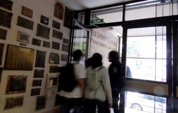 El alumno asiste al turno tarde del Superior de Comercio.