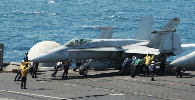 Al ataque. Cazas F-18 operan desde un portaaviones de la US Navy en el mar Mediterráneo.