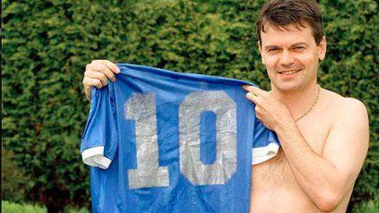 Privilegiado. El ex volante de Inglaterra Steve Hodge se quedó con la 10 de Maradona.