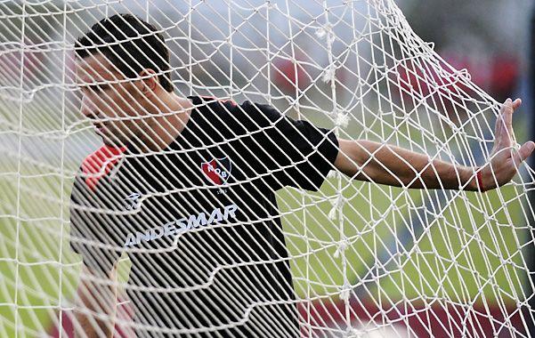 Atrapado. A Maxi Rodríguez lo tuvieron a maltraer las lesiones en este cuatrimestre. Hoy lo mira de afuera de nuevo. (Foto: V. Benedetto)