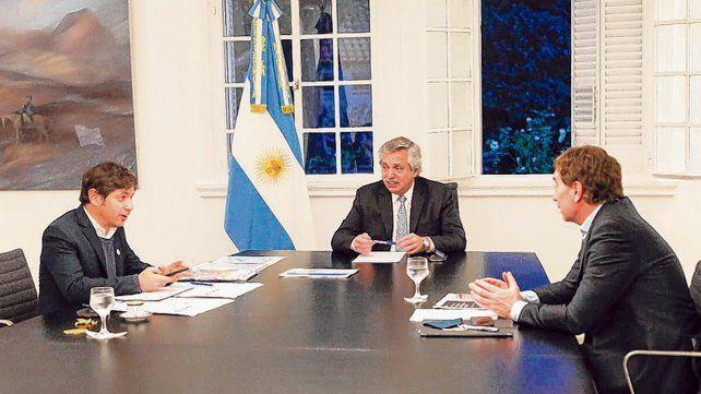 quinta de olivos. El presidente Alberto Fernández flaqueado por Axel Kicillof (izq) y Diego Santilli (derecha)..