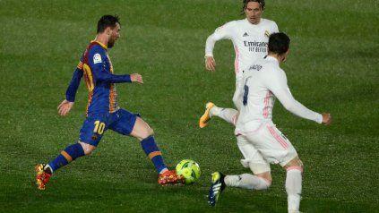 Barcelona y Real Madrid, habituales rivales clásicos, esta vez están juntos en la movida de un nuevo certamen, entre 15 clubes.