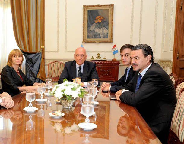 La procuradora Gils Carbó se reunió ayer con Bonfatti en Rosario y pidió no minimizar las amenazas a los funcionarios.