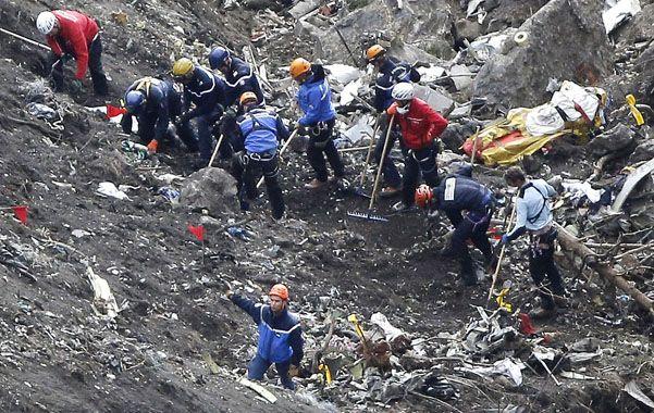 Demencial. El Airbus A320 se estrelló contra una montaña.