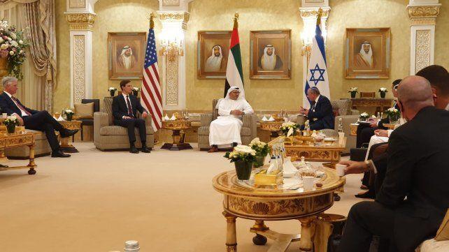 La delegación israelí y estadounidense fue recibida por las autoridades de los Emiratos en Abu Dhabi