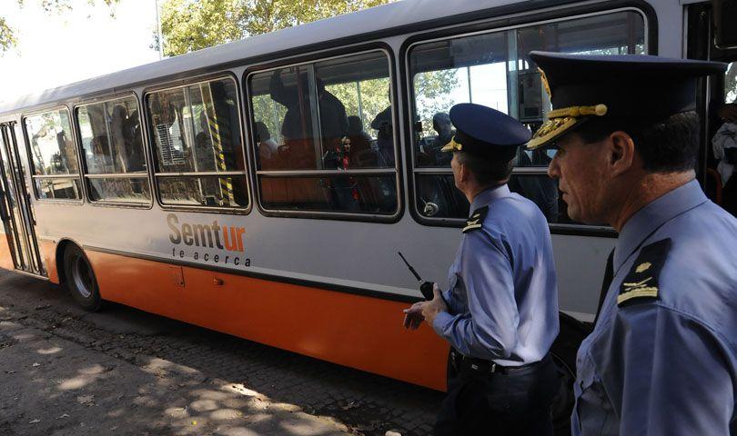 El hecho de violencia se produjo en un ómnibus de la línea 122. (Foto: M. Sarlos / Archivo)