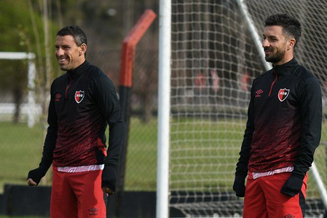 Dos potencias leprosas sonríen. Maxi Rodríguez y Nacho Scocco. Volverían a jugar juntos en el Coloso el sábado ante Unión.