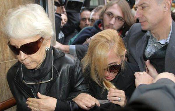 Abuela y madre de Ángeles Rawson saliendo de la Fiscalía. (Foto: NA)