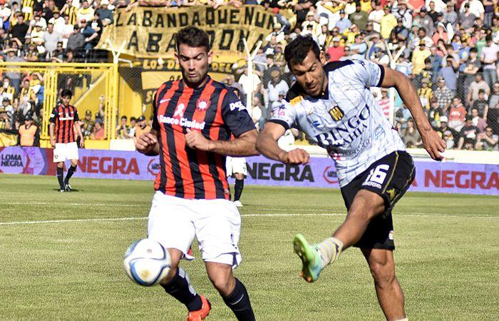 Zapatazo. Olimpo le dio una mano a Boca Juniors.