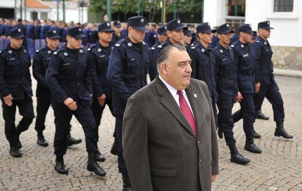 El director de la escuela de policía admitió que hay atrasos en el pago a profesores