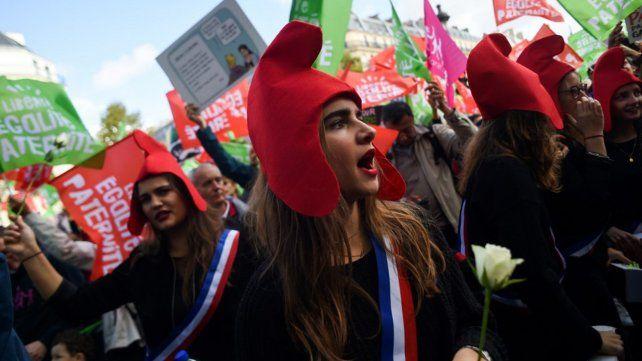 Marchaen París contra la reproducción asistida para lesbianas