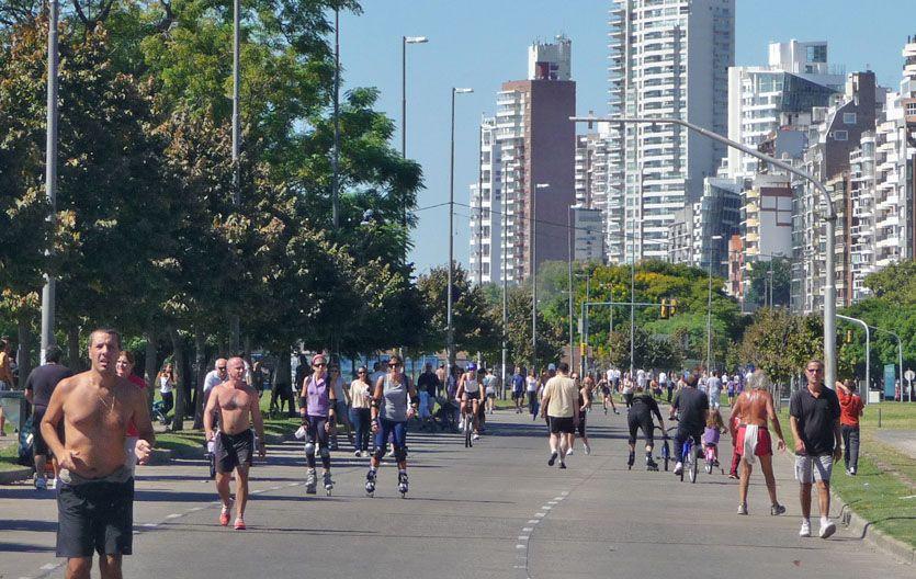 Una idea pionera. Rosario es la primera ciudad del país en implementar un circuito recreativo libre de autos y motos. (Foto: S. Salinas)