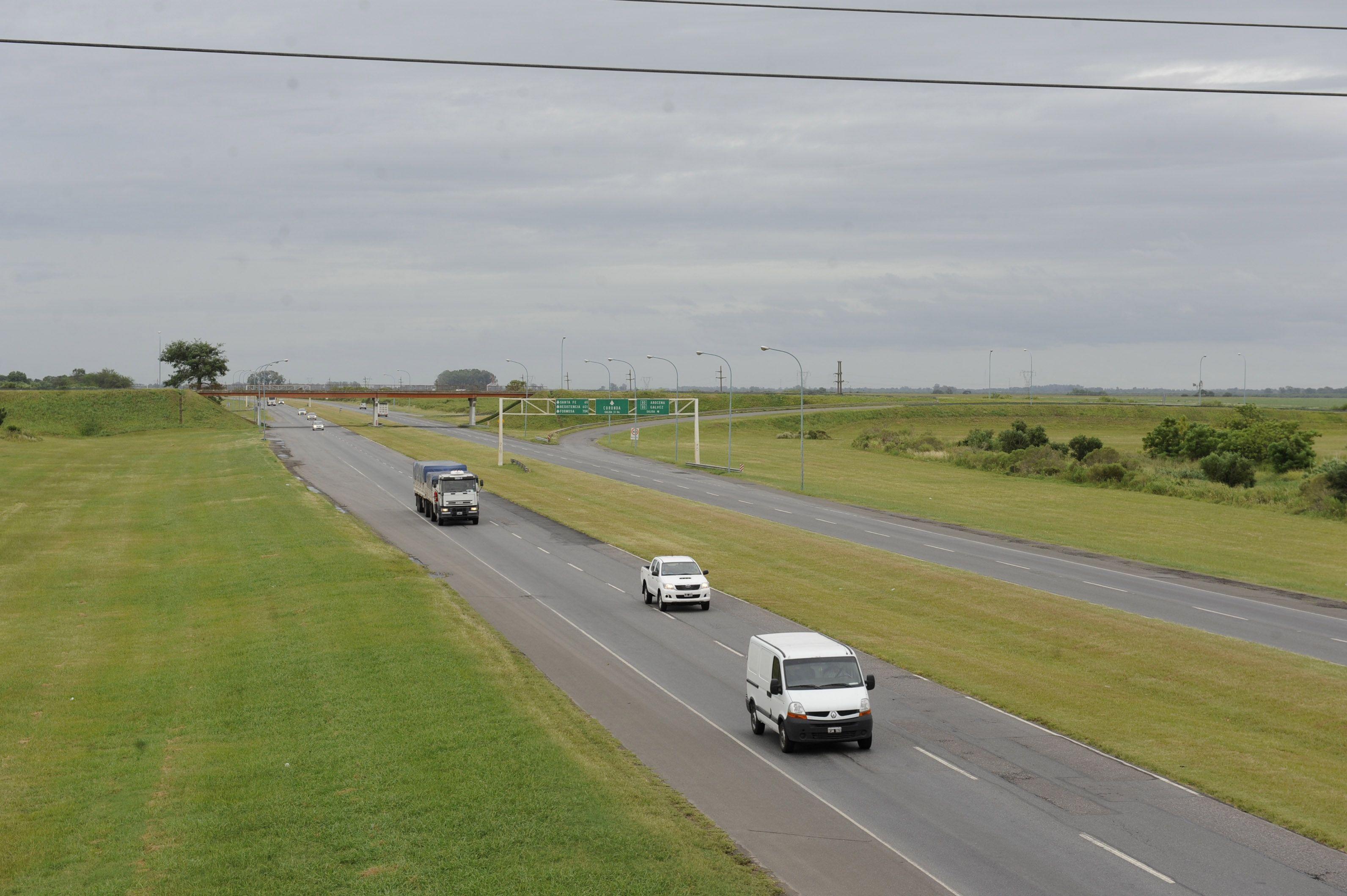 La provincia colocó cinemómetros a lo largo de la conexión vial que une la ciudad con la capital provincial.(Foto: C.M.Lovera)