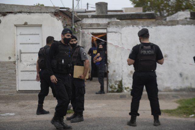 Un hombre encapuchado se metió en una casa del barrio Cinco Esquinas y asesinó a un joven