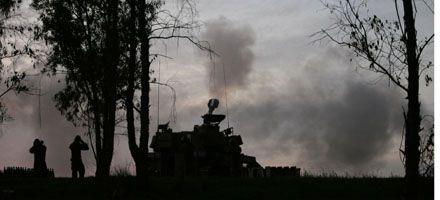Israel emplea por primera vez la artillería en la Franja de Gaza