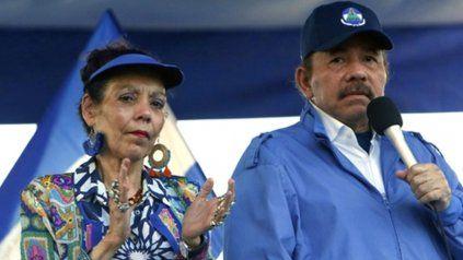 Pareja. El presidente Daniel Ortega y su esposa y vice, Rosario Murillo, durante un acto en Managua.