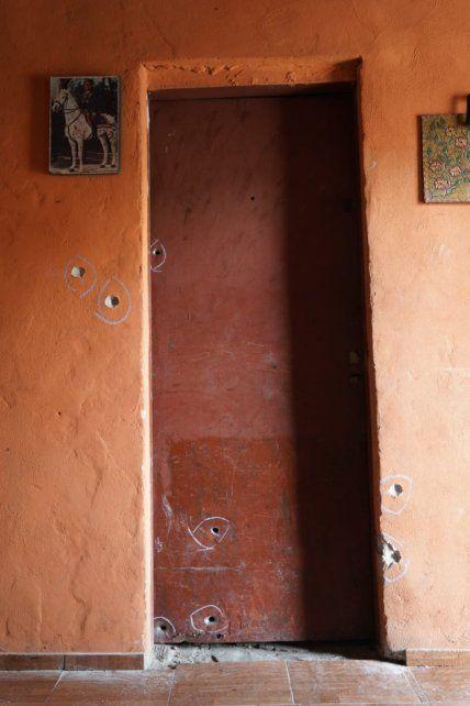 Los impactos de balas que ingresaron a la vivienda de Acosta.