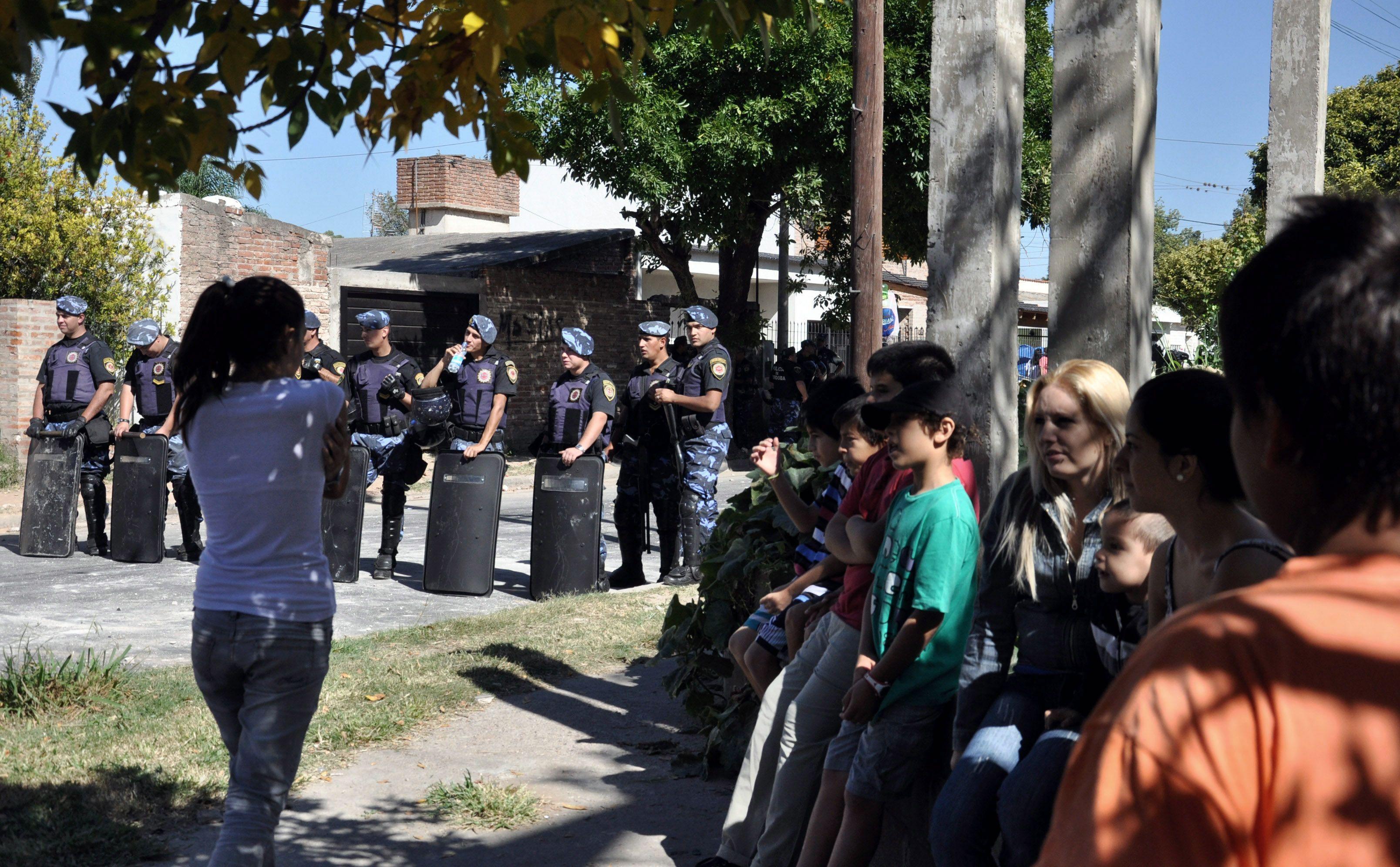 Apedrean la casa del sospechoso de haber asesinado la nena de 11 años en Córdoba