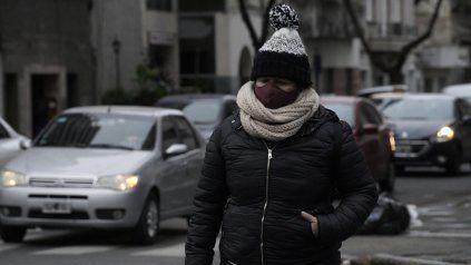 Todo el abrigo. Temperatura bajo cero se registra esta mañana en Rosario.