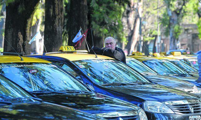 buscando el okey de los concejales. Autoconvocados piden usar coches modelo 2012.