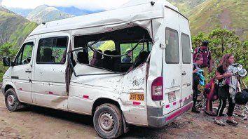 rescate. Además de la víctima fatal el accidente dejó tres viajeras heridas, dos argentinas y una alemana.