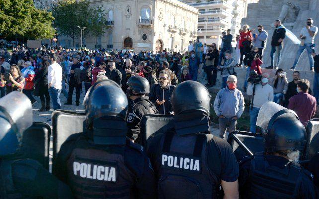 El operativo de ayer insumió la participación de cien efectivos policiales.