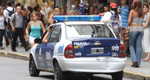 Un hombre fue baleado al quedar en el fuego cruzado entre policías y ladrones