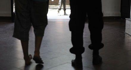 Le pegan siete puntazos al policía del destacamento del Hospital Provincial