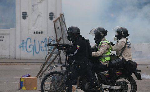 a matar. La policía militar chavista ha causado 89 muertes en sólo tres meses al reprimir manifestaciones.