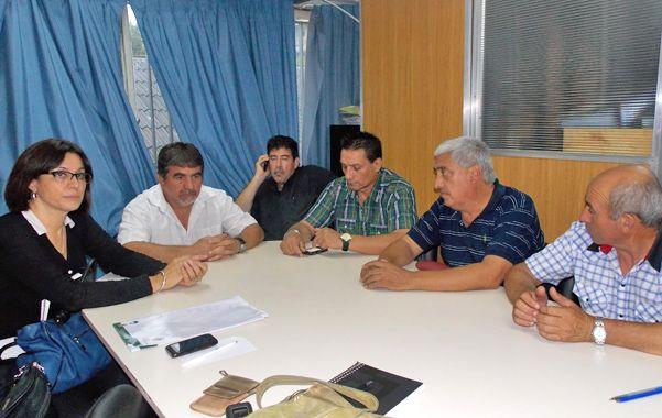 El cónclave. Canut (izquierda) con representantes gremiales y gubernamentales. No estuvo la Sitram.