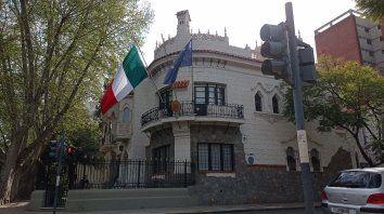 La casona de bulevar Oroño y Montevideo recibe trámites presenciales y online.