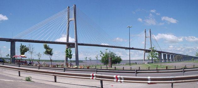 El hecho ocurrió a escasos metros del puente Rosario-Victoria. (Foto de archivo)