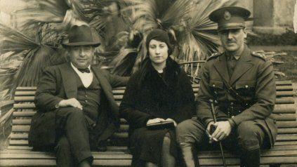 Aurelia Tizón, junto a un Perón de bigotes. La pareja se conoció en 1926 y se casaron en 1929.