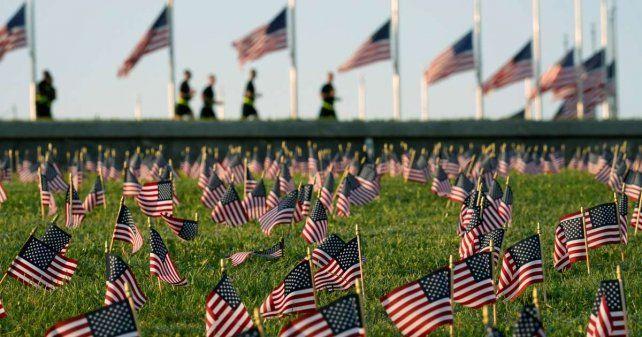 Memorial en homenaje a los 200 mil muertos construido en Washington.