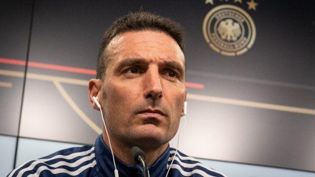 En dos idiomas. Scaloni habló en castellano y también en italiano en Dortmund.
