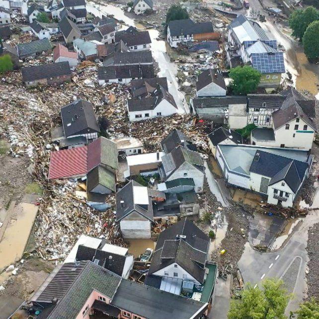Vista aérea de una de las muchas pequeñas ciudades arrasadas por los aluviones de agua, barro y piedra en el oeste de Alemania. Aún es incierto el número de muertos.
