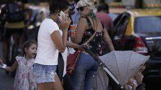 Desaconsejan hablar con el celular en el centro por los continuos robos.