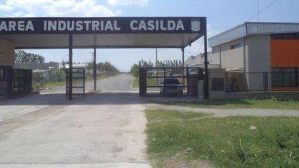 El predio industrial casildense se encuentra establecido a la vera de la ruta provincial Nº 92.