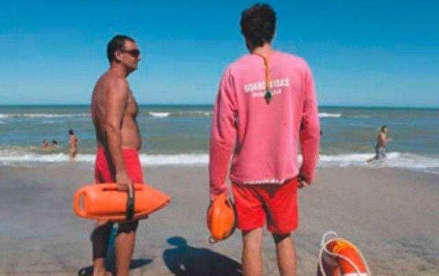 Guardavidas de la costa bonaerense en pie de guerra por mejoras salariales