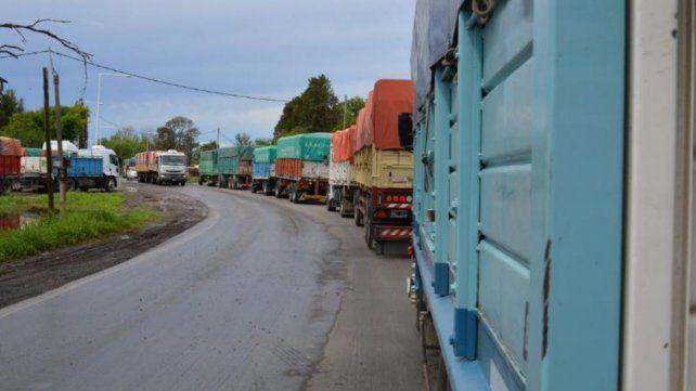 La congestión de camiones en la cosecha gruesa es una constante en las rutas de la región.