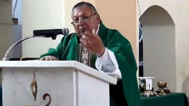 En el púlpito. El sacerdote Quiroga