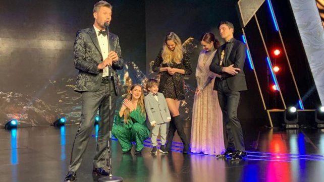 Tinelli fue homenajeado por su trayectoria y sorprendido por sus cinco hijos