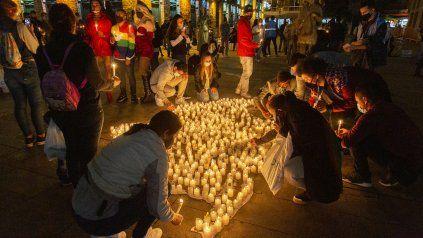 Velas en memoria de los caídos en la ciudad de Medellín. Este sábado Colombia vivió el 11º día de manifestaciones.