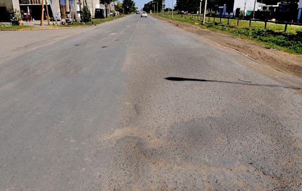 Ruta desgranada. El incesante paso de camiones deterioró el camino