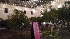 Patio de los Naranjos en el interior del Centro Cultural Recoleta.