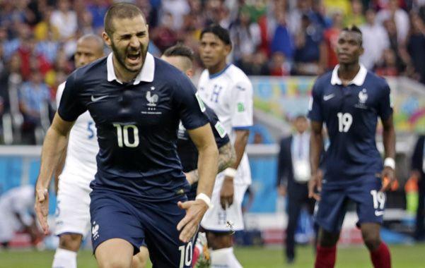 Goleador. El delantero Benzema fue la figura del partido debido a que marcó dos tantos y propició el tercero.