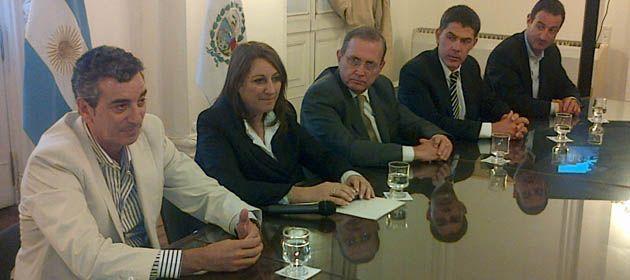 El ministro Randazzo encabeza el encuentro con la intendenta Mónica Fein.