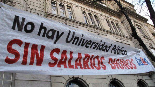 Los docentes universitarios rechazaron la oferta de suba salarial y van a un paro de 48 horas
